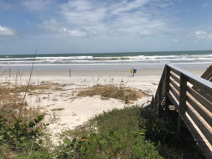 NSB Cozy Modern Home 3/2 steps from the beach!