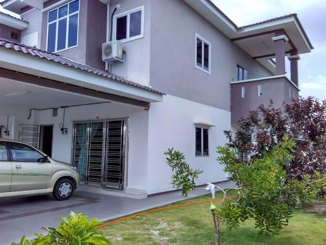 Mewah Homestay Sitiawan - Sitiawan - Maison