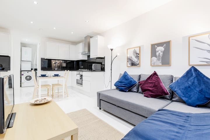 Stunning 1 bedroom flat with private garden minutes away from Tower Bridge