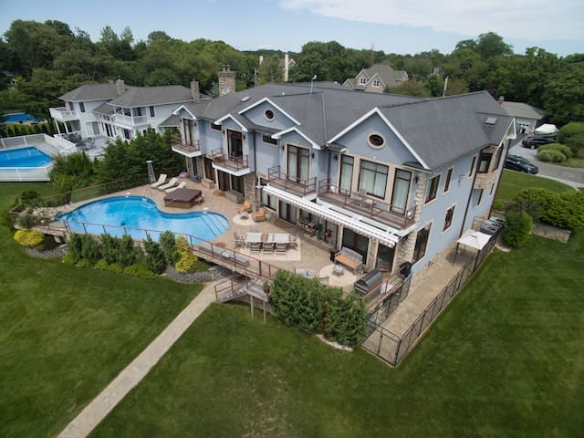 Hampton's Luxury Waterfront Home - East Moriches - Casa