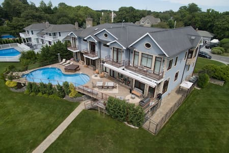 Hampton's Luxury Waterfront Home - East Moriches - Ev