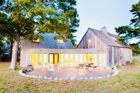 GORGEOUS MODERN design Home. PRIVATE BEACH access!