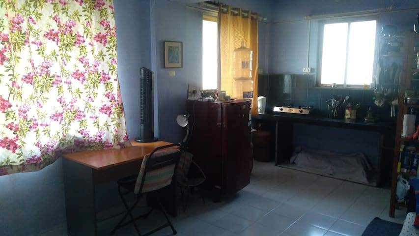 Studio flat for rent in Matunga Western Railway