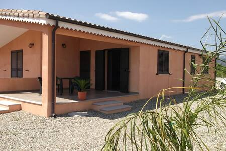 Detached house 2km from the beaches - Haus
