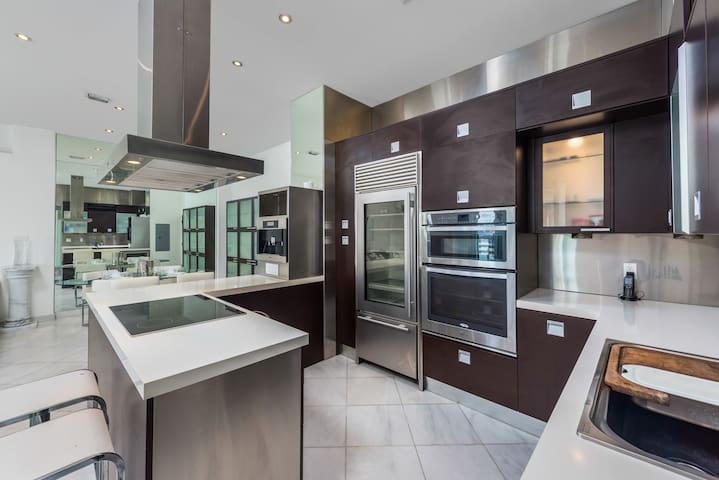 Stunning 2bedrooms penthouse with Bay View