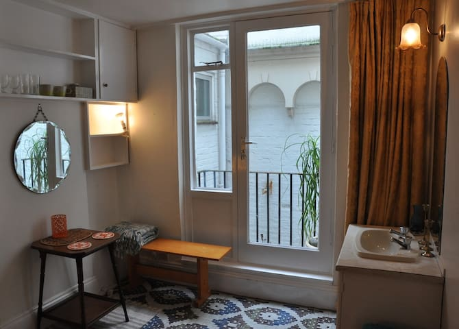 Cosy little double by the beach - 브라이튼(Brighton) - B&B