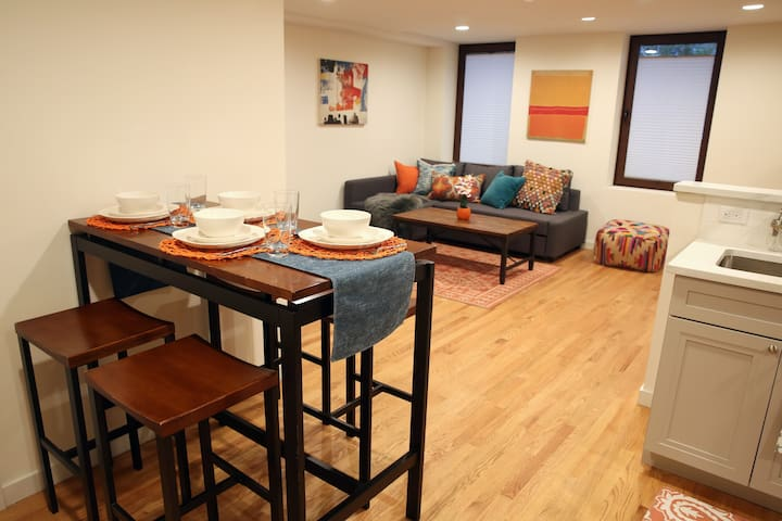 Cozy 2BR in Trendy LIC! 1 Stop From Manhattan!!