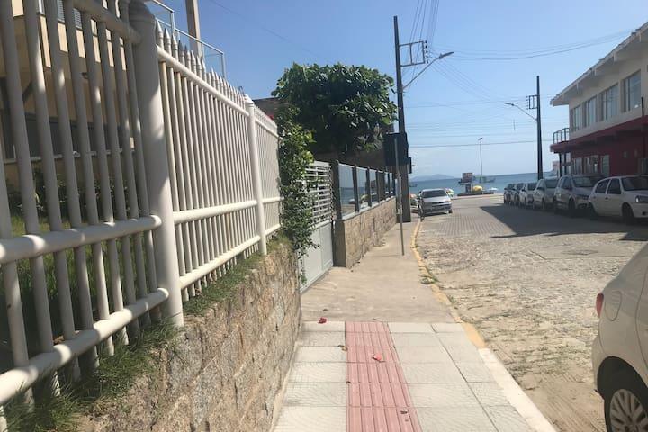 Ótima estadia em Garopaba, menos de 50mts da praia