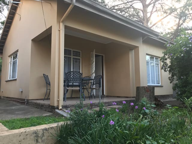 1 bed garden cottage with secure onsite parking