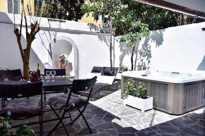 PEPI Garden Suite & Jacuzzi pool