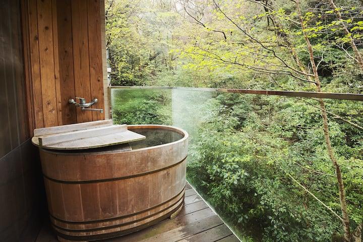 【Go To トラベル歓迎】ラグジュアリーな箱根湯本の別荘を貸し切り!源泉掛け流し天然温泉付きです。