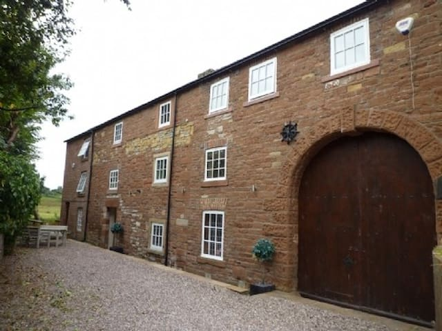 CARLETON MILL COTTAGE, family friendly in Carlisle, Ref 972251
