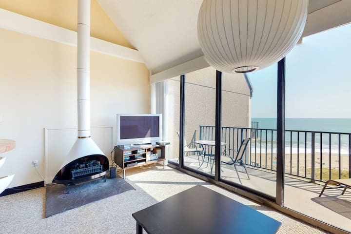 Sea Colony 9th floor condo w/ elevator, gym, and shared sauna - ocean view!