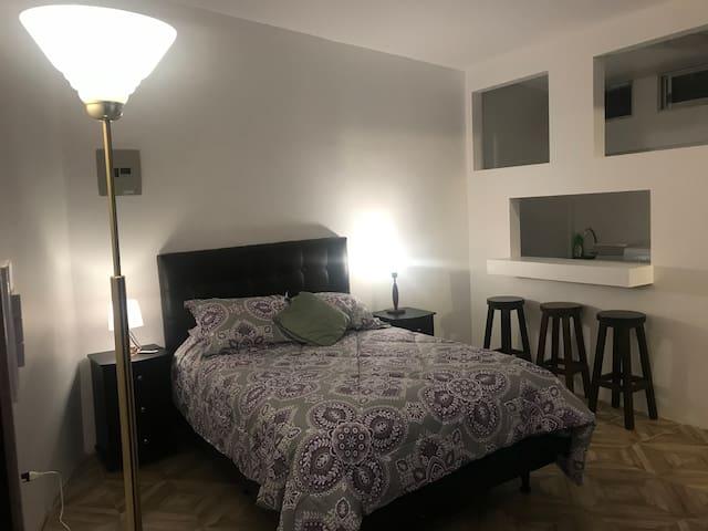 Super suite Quito AAA con cocina y baño privado TV