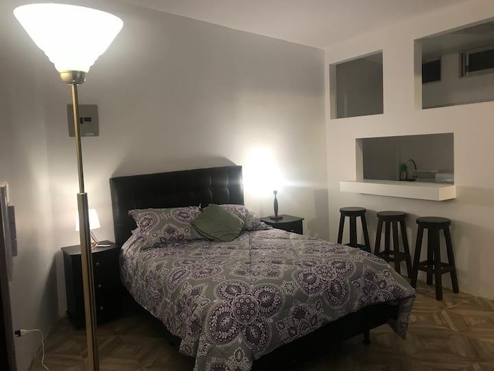 Quito Suite A cocina baños privados directv & wifi