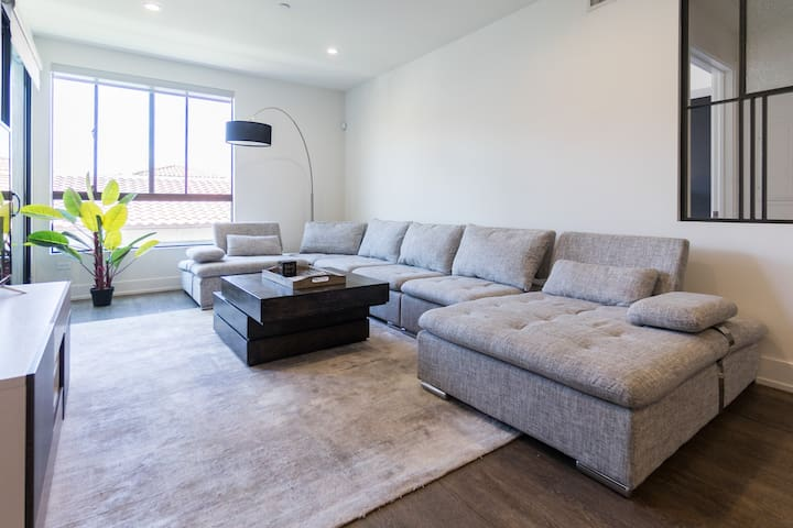 Deluxe Suite In Larchmont Village