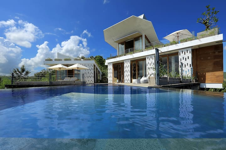 Luxury Villa near Selong Belanak Beach - Praya Barat - Huvila
