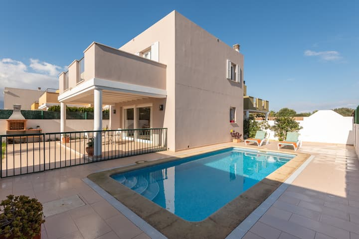 Localización perfecta,  jardín con piscina propia