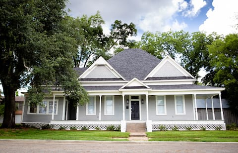 Downtown Lufkin! The Walker House on Bremond Ave