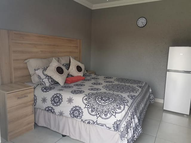 Witbank Boutique Hotel - 1 bedroom s/catering unit