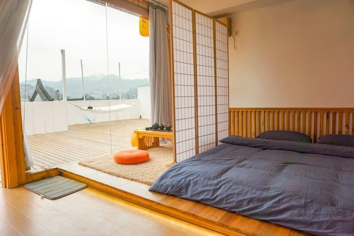 轻风细语大床 ,免费汉服拍照 ,含早,古城内,私人影院——轻风微醉,相同房型有俩间哦 。