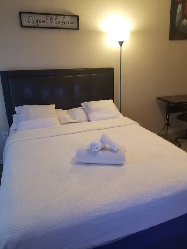 Cozy private room in  the heart of DFW area