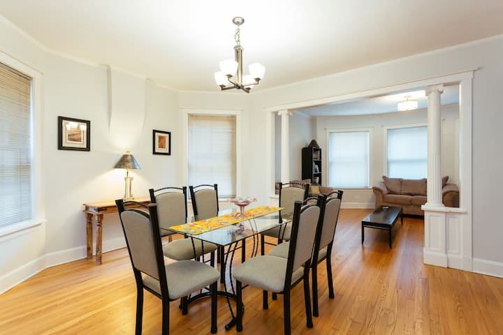 Huge Beautiful Family Home in Wrigleyville 3BR/2BA
