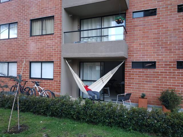 Apartamento con comodidades de  ciudad en el campo