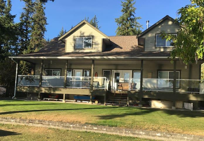 Lake front vacation rental home