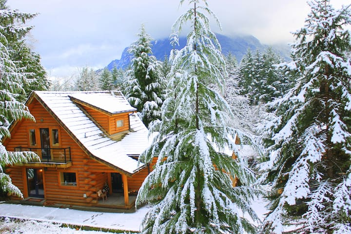 ❤Five Star Log Cabin Estate with Amazing Views