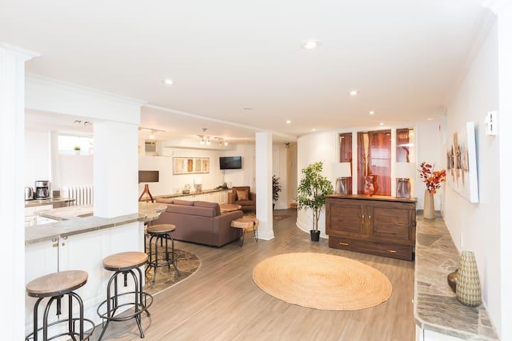 Annex Designer Apartment - 3 Bed + 1 BR + Parking
