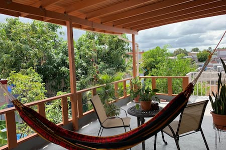 Beautiful terrace apartment with a great location.