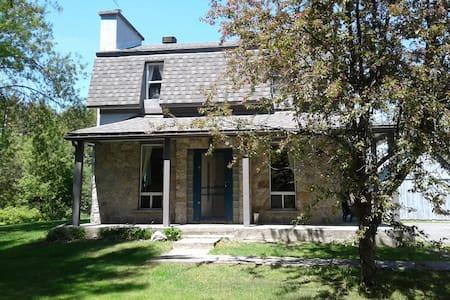 Chez Suzie Century Home / Maison Centennaire