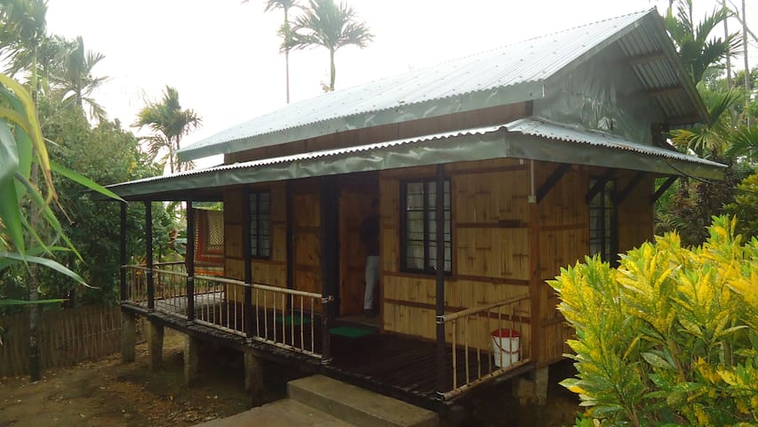 Mawlynnong Bamboo Cottage