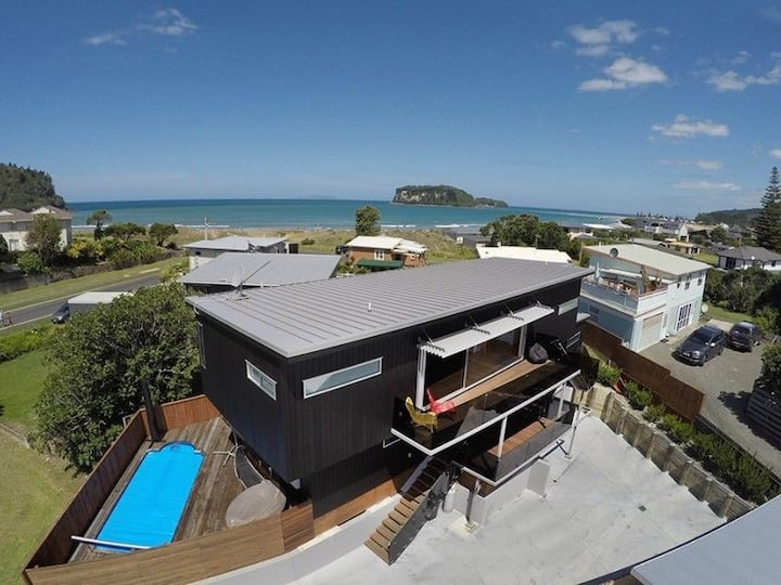 Large Modern house, Top location in Whangamata