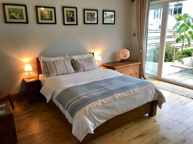 Private detached guest suite on the Heritage Coast