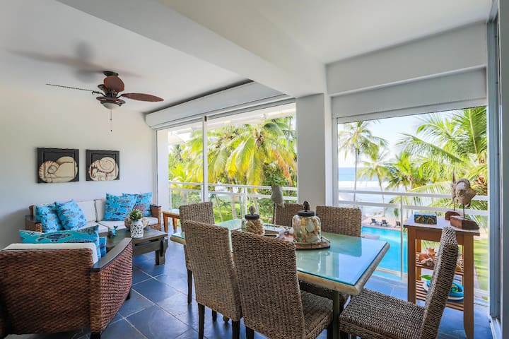 ☆Beachfront W/ Private Beach plus Pool, King Bed☆☆