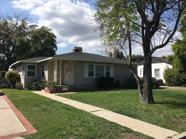 Sweet and lovely 3bdrm home! Minutes to UCLA/CSUN
