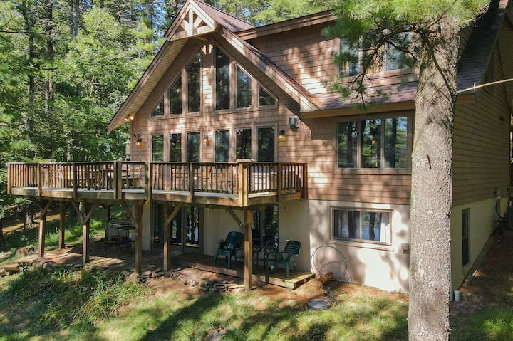 Lakefront Home w/Private Dock, Hot Tub, Pool Table, & Horseshoe Pit!