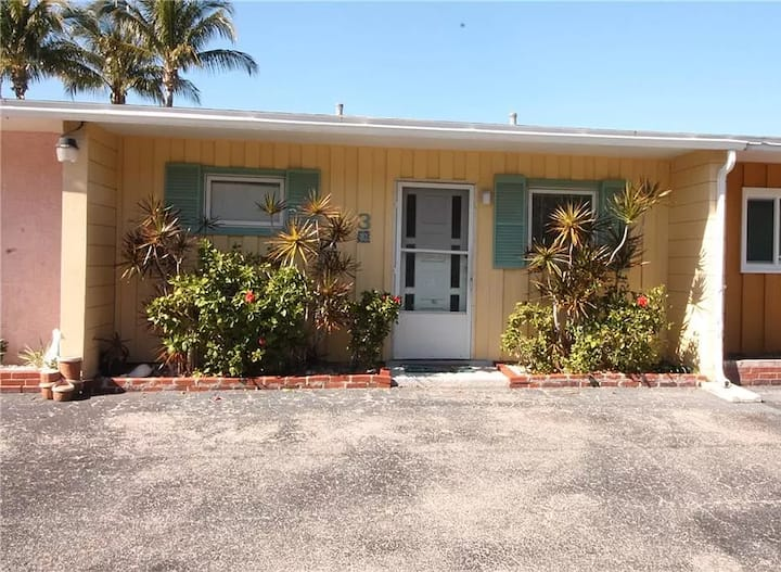 Cozy Canal Condo w/ boat dock and walk to beach