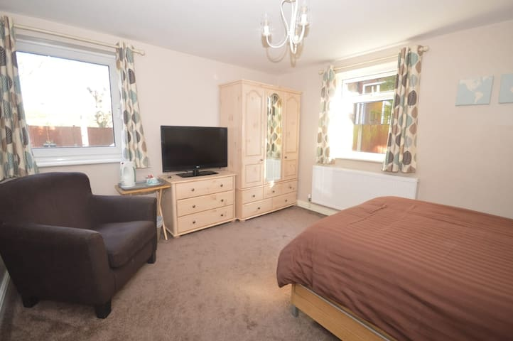 Double bedroom near Bolsover Castle and M1 j29a
