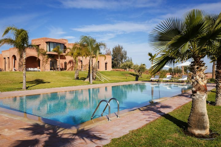 Stunning modern villa close to Marrakesh - Tamesluht - Hus