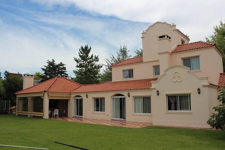 Casa en Barrio Cerrado Campos de Alvarez - Francisco Alvarez - Rumah