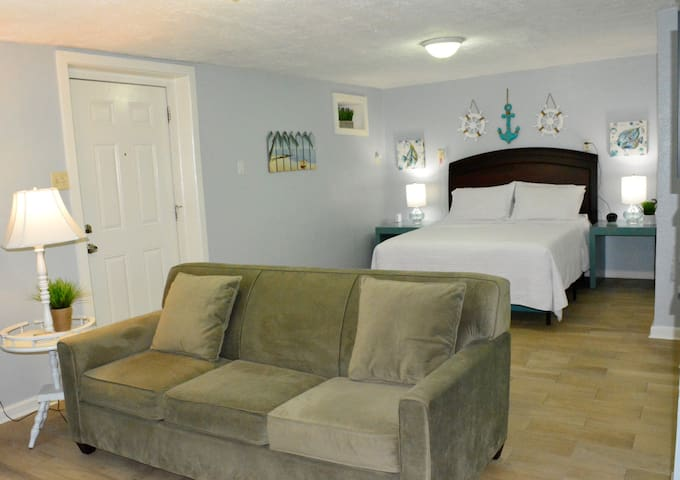Seabreeze - Sunset - Cozy Studio Apartment!