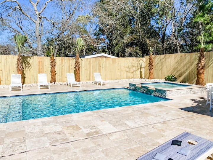 POOL OASIS - LG FAM AREAS -SW to BCH -GAME ROOM