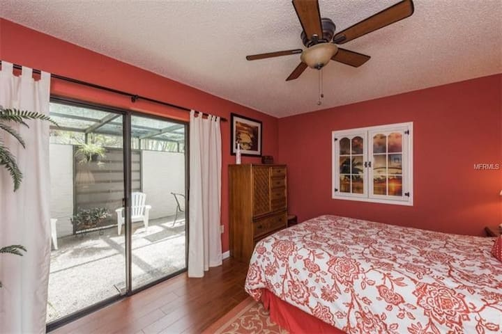 Beauty Villa great  location & 5 miles from beach.