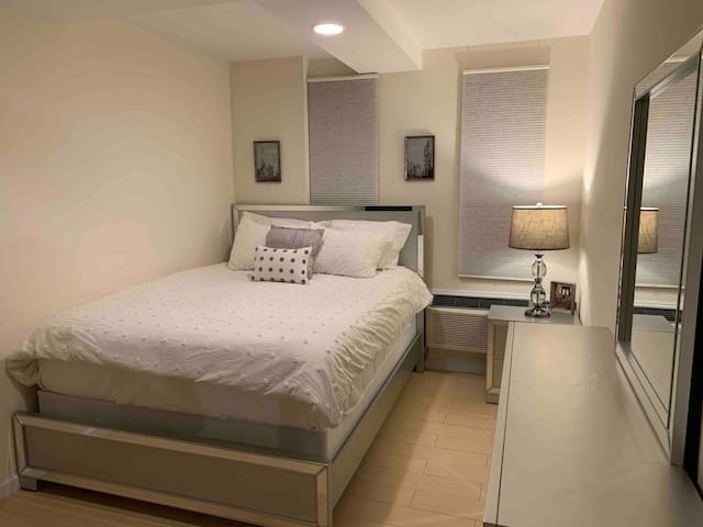 Modern Luxury Spacious Suite 15min from Manhattan