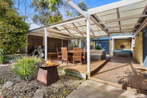 Wattlebird Retreat - Open to Regional Victoria