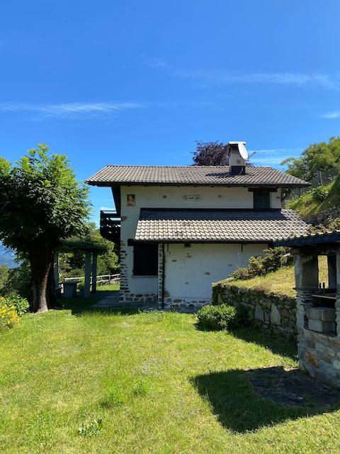 Ferienhaus mit Seesicht / Rustico con vista lago