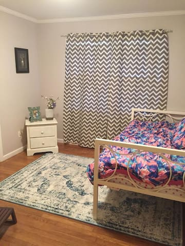 Clean 1 Bedroom/Bath with yard minutes from ATL - Decatur
